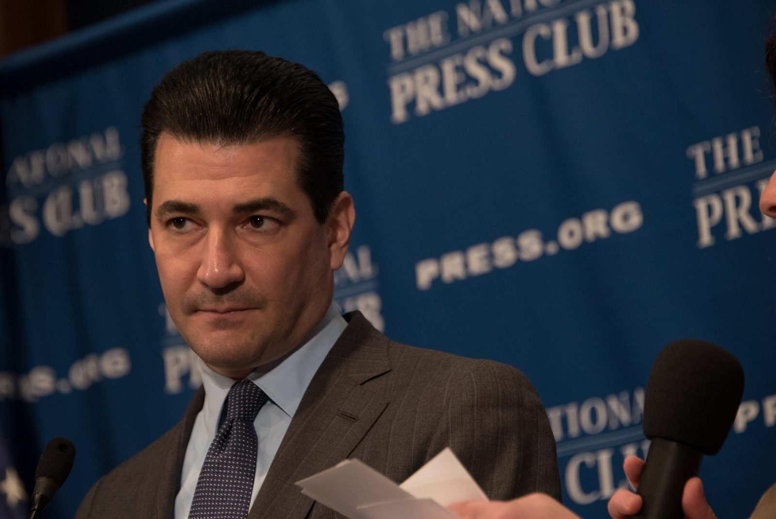 FDA Boss Resigns. What Does This Mean For the Vaping Community?
